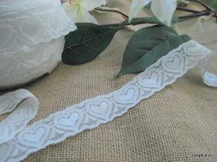 rubans-dentelle-blanche-avec-coeurs-pour-7196482-dentelle-coeurs-jpg-0555b_big